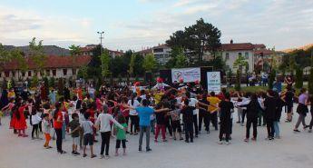 DEVLET BAHÇELİ PARKI'NDA ÇOCUKLARLA BAYRAM COŞKUSU YAŞANDI